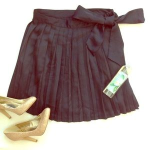 GAP black pleated skirt with tie